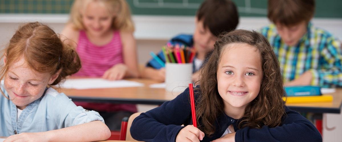 Ilustrasi anak belajar sekolah